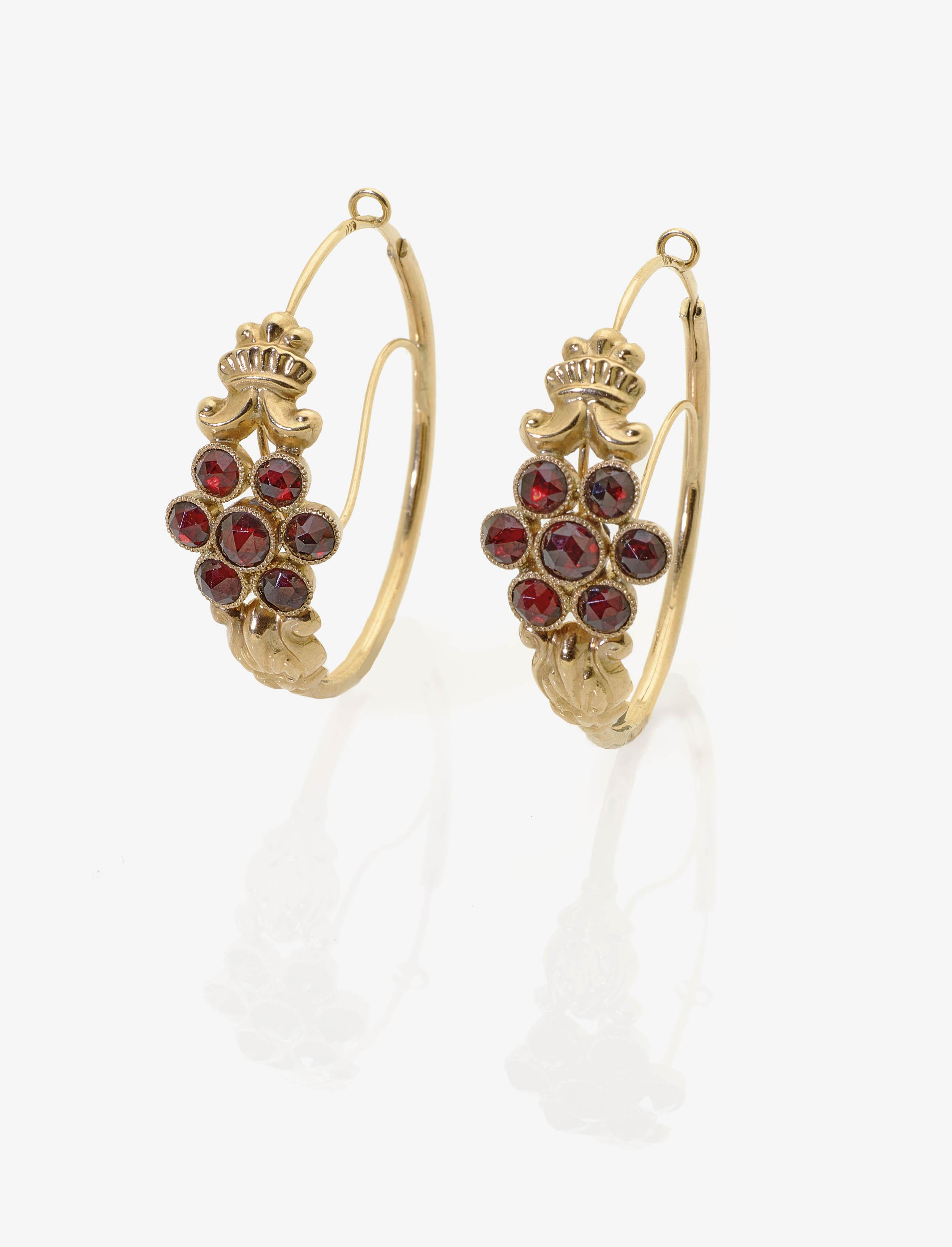Ein Paar Biedermeier Ohrringe mit Granaten | Auktion 380